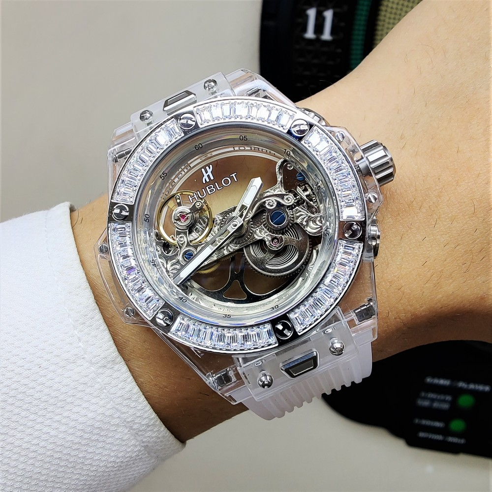 HUBLOT UNİCO SHAPPHİRE SKELETON DİAMOND